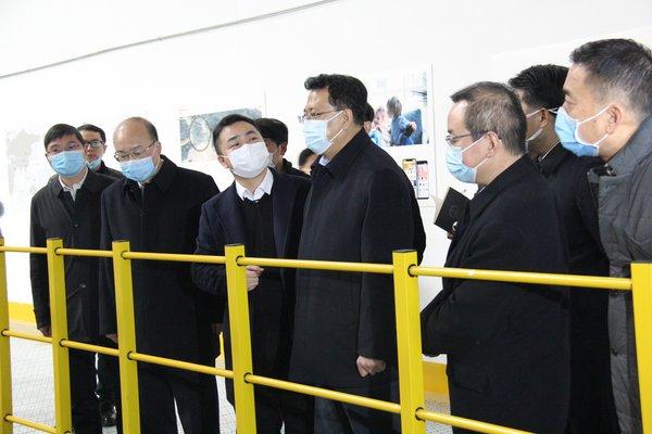 袁家军省长(左四)视察执御金华国际运营中心,执御首席执行官李海燕(左三)陪同