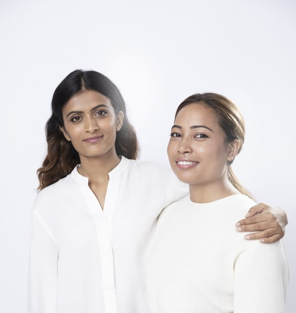 "Pratiksha Pandey (Kiri) dan Binita Shrestha (Kanan), Penerima ""Power of Radiance Awards"" Tahun 2020"