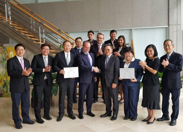Gavin Adda, CEO of Total Solar Distributed Generation Southeast Asia (4th from front left), Vasit Taepaisitphongse, CEO and President of Betagro Group (4th from front right) with management teams; photo taken after contract signing.