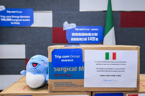 Trip.com Group donated surgical masks to various countries with words of encouragement.