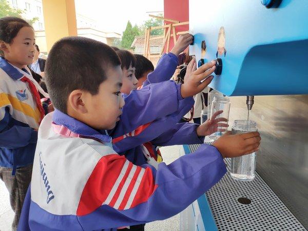 壹基金携3000名农村教师与爱心大使杨幂共同呼吁关注儿童安全饮水