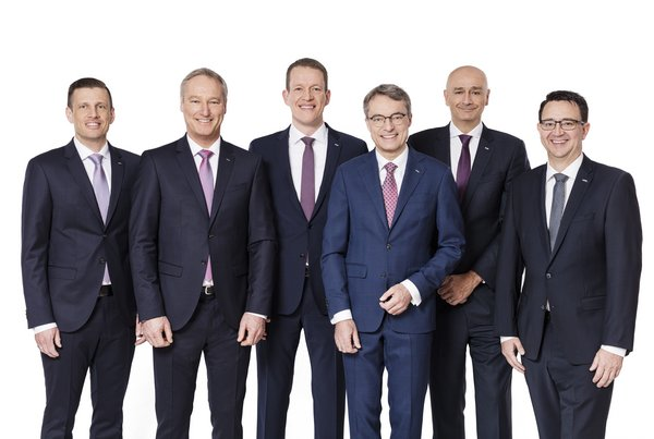 From left to right: Alexander Tonn, Managing Director European Logistics Germany (from 1/1 2021 COO Road Logistics), Michael Schilling, COO Road Logistics; Burkhard Eling, CFO (from 1/1/2021 CEO); Bernhard Simon, CEO; Edoardo Podestà, COO Air & Sea Logistics; Stefan Hohm, Corporate Director Corporate Solutions, Research & Development (from 1/1/2021 CDO)