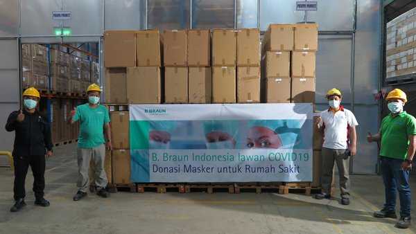 The team's ready to deliver the mask donation (03/04) from the warehouse to the destination hospital directly.