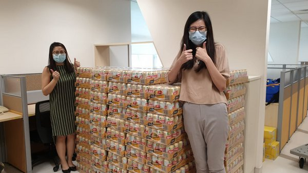 Yeo's is delivering 75,000 cans of H2O to the Alliance of Guest Workers' Outreach and 120,000 cans of nutrition drinks to migrant workers receiving treatment at hospitals in Singapore to show support and care. The first batch of drinks has been delivered to the Bright Vision Hospital. This is the latest effort from Yeo's to support the Singapore community after delivering nutrition drinks to five public hospitals in February 2020.