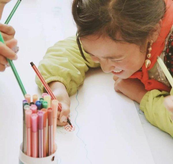 刘恺威携手壹基金支持儿童服务站项目,为流动和留守儿童传递爱心