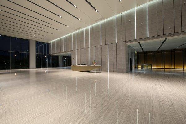 竖向亚克力拼接搭配透光设计,进入眼帘的瞬间便奏响了视觉的灵动旋律