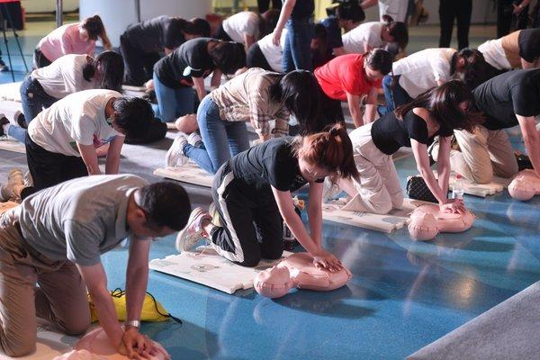 """2020年上海科技节开幕,美敦力志愿者""""花样""""上演4分钟生死救援"""